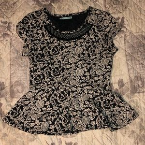 Black/Cream peplum top with short sleeves. Size L